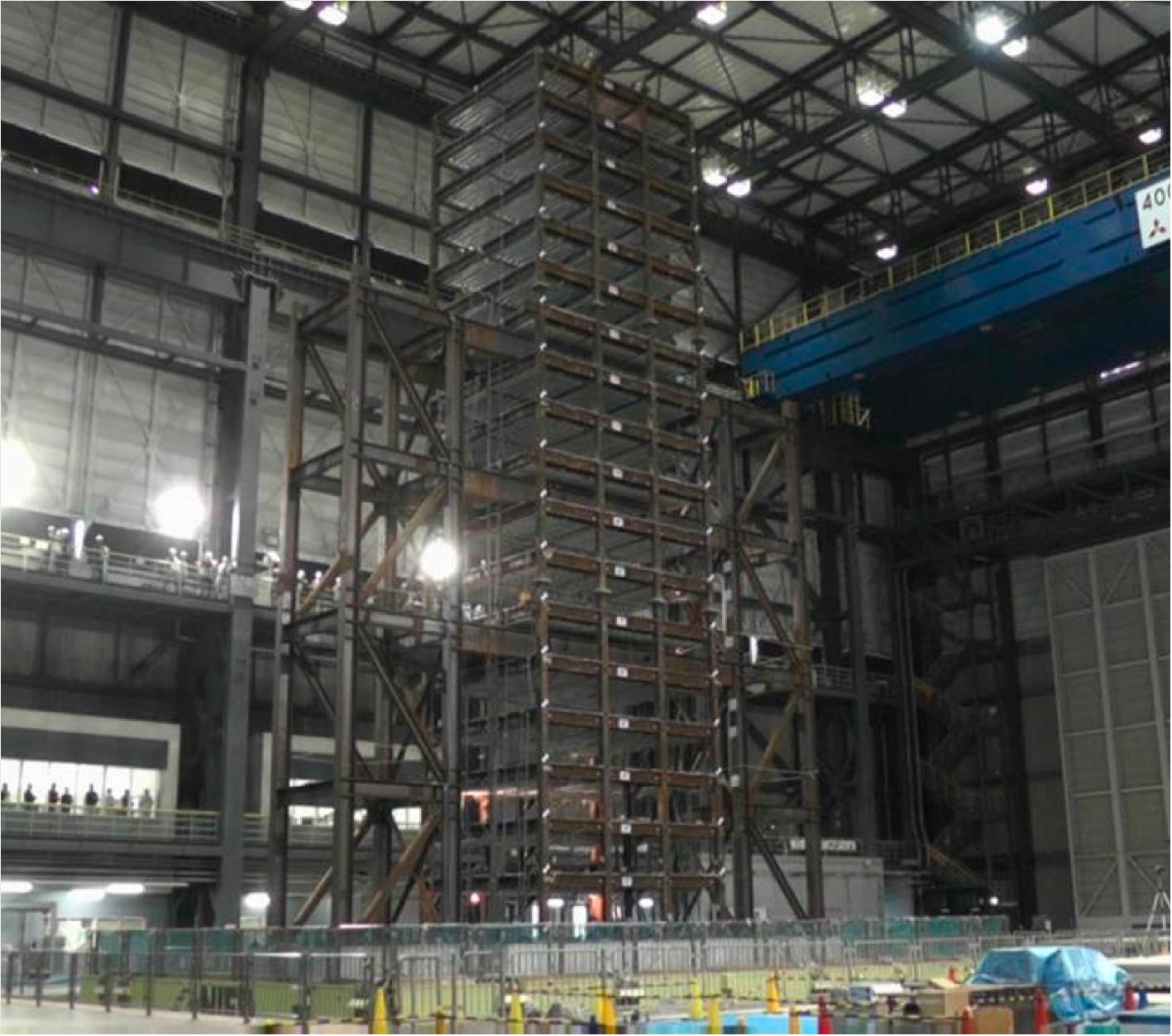 図2 高層ビルの耐震性能評価のためのモニタリング技術開発の実験(文部科学省実施)